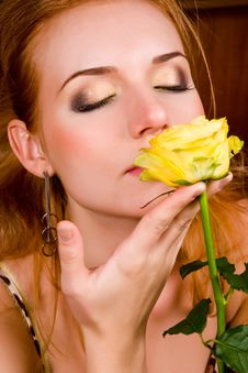 Free Young Woman With Yellow Rose Royalty Free Stock Photo - 8965785