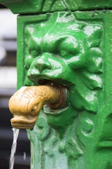 Free Lion S Head Fountain Stock Images - 8965884