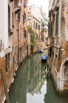 Free Venice Canal Royalty Free Stock Images - 8966069