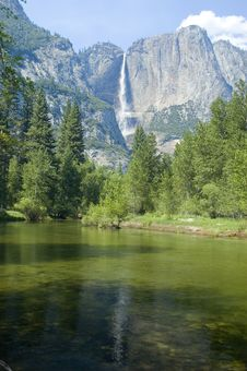 Free Yosemite Falls Royalty Free Stock Photos - 8966268