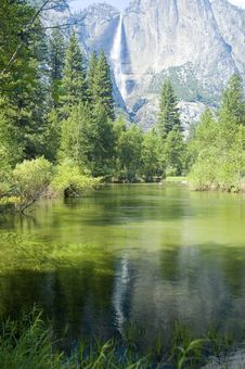 Free Yosemite Falls Royalty Free Stock Photos - 8966278