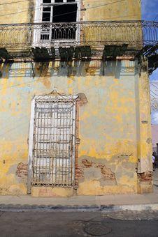 Crumbling Building Facade Royalty Free Stock Photos