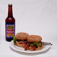 Free Hamburgers And Beer Royalty Free Stock Photography - 89634567