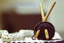 Free Brown Wooden Rod And Purple Yarn Ball Beside White Braided Cloth Royalty Free Stock Image - 89635286