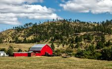 Free Red Barn In Rural Field Royalty Free Stock Image - 89635706