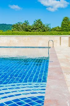 Free Bright Blue Swimming Pool Outdoors Royalty Free Stock Photography - 89636477