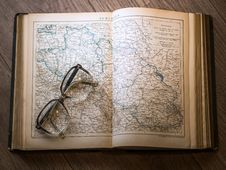 Free Black Framed Eyeglasses Map In Book Stock Photos - 89691373