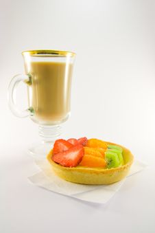 Free Fruit Tart With Latte Royalty Free Stock Photo - 8973515