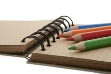 Free Memo Pad With Colored Pencils Stock Photo - 8974330
