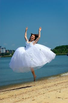 Free Bride On A Beach Royalty Free Stock Image - 8979456