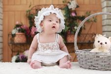 Free Baby In White Dress And Hat Royalty Free Stock Photos - 89741118