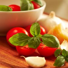 Free Fresh Tomatoes With Basil Stock Images - 8980204