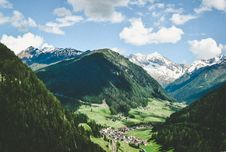 Free Town In Alpine Valley Royalty Free Stock Image - 89806816