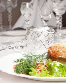 Free Backed Meat And Green Salad With Goblets Royalty Free Stock Image - 8993236