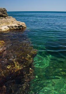 Free Boulders In Clearest Sea. Royalty Free Stock Photos - 8996098