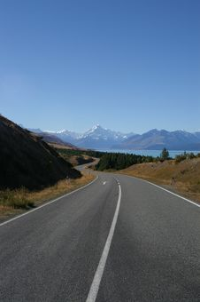 Free Long And Winding Road To Mount Cook Royalty Free Stock Photos - 8996578
