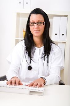 Free Beautiful Young Doctor Royalty Free Stock Photos - 8997938