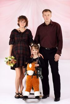 Free Portrait Of A Young Family Stock Photography - 8999742