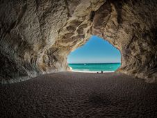 Free Sea Cave, Coastal And Oceanic Landforms, Natural Arch, Rock Royalty Free Stock Photos - 89917068