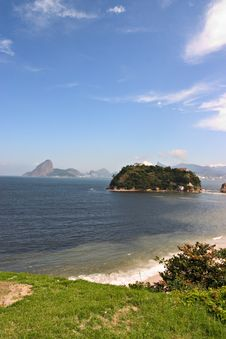 Free Niteroi And Sugar Loaf Royalty Free Stock Photography - 97217