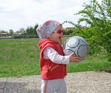 Free Girl With Ball Royalty Free Stock Images - 902909