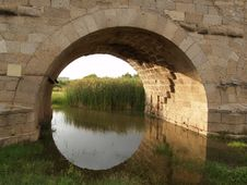 Free Roman Bridge Eye Stock Image - 906041
