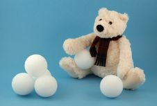 Free Teddy Bear In Scarf With Snowballs - Left Royalty Free Stock Photography - 906817