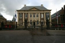 Mauritshuis (art Gallery) On An Overcast Day Royalty Free Stock Image