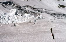 Free Climbers Traversing Crevassed Glacier Stock Photo - 9001300