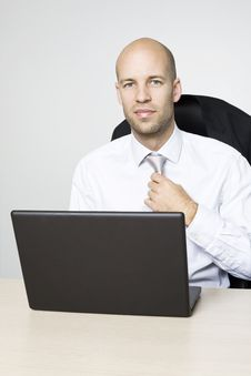 Free Young Businessman Royalty Free Stock Photography - 9004487