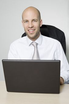 Free Smiling Young Businessman Royalty Free Stock Image - 9004496