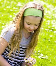 Free Young Girl On Field Full Of Daisies Royalty Free Stock Photos - 9004658