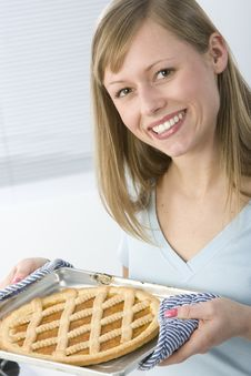 Free Beautiful Woman In Kitchen Royalty Free Stock Images - 9005879