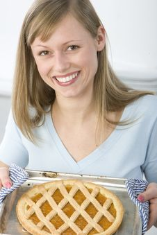 Free Beautiful Woman In Kitchen Royalty Free Stock Photography - 9005907