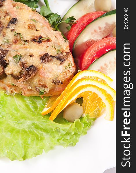 Backed meat with green salad and lemon