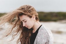 Free Woman Looking Away Royalty Free Stock Images - 90037739