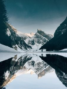Free Calm Lake Near Mountain Covered In Snow At Daytime Royalty Free Stock Photography - 90096947