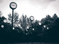 Free Group Of Clocks On Tall Poles In Park Royalty Free Stock Image - 90098016