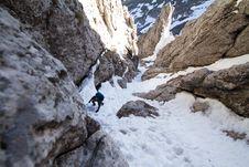 Free Mountaineer Climbing Snowy Mountain Royalty Free Stock Image - 90098086