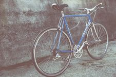 Free Bicycle Against Wall Royalty Free Stock Photo - 90098555