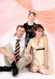 Free Portrait Of A Young Family Stock Photography - 9013912