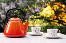 Free Teapot With Two Cups Outside Royalty Free Stock Image - 9016686