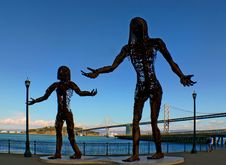 Free Mother And Daughter Statues. Stock Image - 90153411