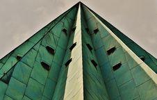 Free Gray Pyramid Skyscraper Under A Gray Overcast Sky Royalty Free Stock Photography - 90154547
