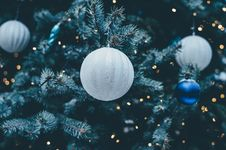 Free White Christmas Ornaments Royalty Free Stock Image - 90155156