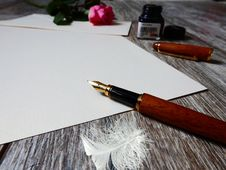 Free Fountain Pen On Paper Royalty Free Stock Photo - 90156125