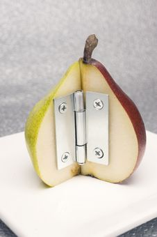 Free Hinged Pears Royalty Free Stock Images - 9021609