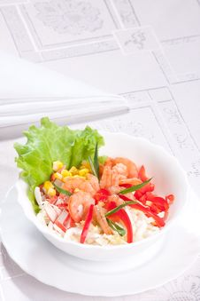 Free Salad With Prawns And Corn Stock Image - 9023291