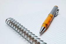 Free Pen On Spiral Notebook Royalty Free Stock Images - 9028699