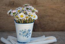 Free Daisies In Vase Royalty Free Stock Photos - 90216138